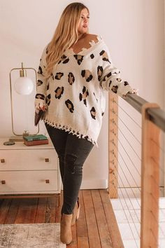 Let The Music Fray Leopard Sweater In Cream - Outfits - Plus Size Fall Outfit, Fashion For Women Over 40, Plus Size Fashion For Women, Plus Size Women, Plus Size Outfits, Curvy Outfits, Casual Fall Outfits, Mode Outfits, Trendy Outfits