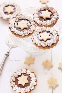Mini tarte cu ganache si gem de caise. Aluat cu ulei de masline. Reteta, mod de preparare si ingrediente tarte cu ganache si gem de caise.