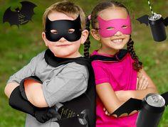 Chez Tous les Héros, on adore Batman ! C'est l'un des nos super héros préféré. Si vous prévoyez de faire une fête sur le thème de Batman, alors nous avons ce qu'il vous faut : découvrez les canettes Batman, les cartes d'invitation Batman et les masques Batman.
