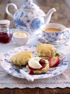 Kennen Sie Scones? Ein buttrig zartes Gebäck, das besonders gerne zum Afternoon Tea genossen wird. Diese Scones Rezepte werden Sie lieben.