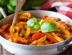 Italian Cooking, Thai Red Curry, Carrots, Vegetables, Ethnic Recipes, Food, Vegetarian, Contouring, Italian Cuisine