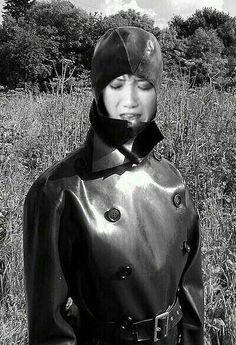 s Weather Wear, Wet Weather, Heavy Rubber, Black Rubber, Black White Photos, Black And White, Rubber Raincoats, Rain Gear, Bleu Marine