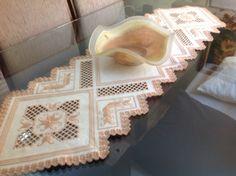 Nina Maria: Caminho de mesa bordado: Hardanger