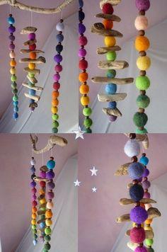 Deko-Objekte - Farbenfrohes Treibholz-Regenbogen-Filz-Mobile