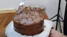 Looking for a good chocolate cake recipe? Look no further, this homemade moist chocolate cake with homemade chocolate buttercream frosting is amazing! Easy Moist Chocolate Cake, Homemade Chocolate Buttercream Frosting, Amazing Chocolate Cake Recipe, Best Chocolate Cake, Vegan Birthday Cake, Cake Board, Cake Flour, Love Cake, Vegetarian Chocolate