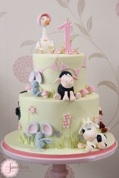 Image from http://www.sweetnessonline.co.uk/wp-content/uploads/2012/12/Nursery-Rhyme-Cake-300x450.jpg.