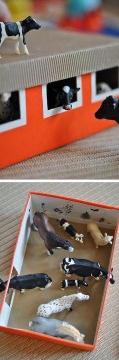 Einen Stall für die Schleichtiere aus einem Schuhkarton basteln