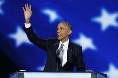 """El presidente Barack Obama abrió su discurso este miércoles por la noche ante la Convención Nacional Demócrata en Filadelfia con la afirmación de que EEUU es un país """"lleno de coraje y optimismo"""", al subrayar lo mucho que está en juego en las elecciones de noviembre. Entre aplausos, vítores y lágrimas de los presentes, el presidente presentó una visión optimista de EEUU, en contraste al discurso del candidato republicano Donald Trump durante su convención que considera que el país está…"""