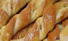 Πολύ ωραία Κουλουράκια Σοκολάτας Hot Dog Buns, Hot Dogs, Pretzel Bites, French Toast, Bacon, Bread, Breakfast, Food, Morning Coffee