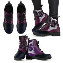 Einhorn Mirror Boot  Handgefertigte Premium Schuhe aus umweltfreundlichem Material Individueller doppelseitiger Druck Abgerundete Schuhspitze, für mehr Bewegungsfreiheit Schnürverschluss für eine angenehme Passform Weiches Textilfutter mit robuster Konstruktion für maximalen Komfort Hochwertige Gummi-Außensohle für außergewöhnliche Belastbarkeit Floral Combat Boots, Combat Boots Style, Faux Fur Boots, Leather Boots, Purple Elephant, Custom Boots, Grunge Fashion, Shoe Boots, Women's Boots