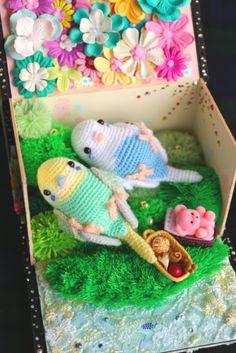 パラダイス箱セキセイさん Crochet Birds, Cute Crochet, Crochet Animals, Crochet Flowers, Knit Crochet, Yarn Projects, Knitting Projects, Crochet Projects, Little Live Pets