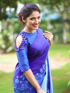 blouse designs latest Latest Designer Blouse Sleeves Designs to look Gorgeous - The Handmade Crafts Saree Blouse Neck Designs, Simple Blouse Designs, Stylish Blouse Design, Bridal Blouse Designs, Blouse Sari, Saree Jacket Designs Latest, Blouse Patterns, Sari Design, Design Design