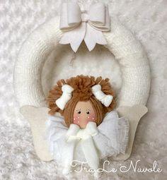 Ghirlanda coroncina in lana con angelo bambola di stoffa