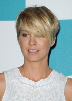 Celebrity Short Layered Messy Razor Haircut