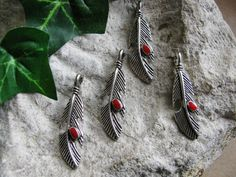 4 Metallanhänger Feder 3,9cm, silberfarben, Schmuck mit Perlen basteln, Anhänger