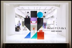 ELTTOB TEP ISSEY MIYAKE / GINZA 2016年2月 ショーウィンドウ1 Window Display Retail, Pos Display, Window Display Design, Retail Windows, Product Display, Display Ideas, Signage Design, Facade Design, Booth Design