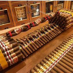 Getting ready for the holidays 💨😉🔥🔥 What are you doing? Tag for a repost 👀😍 Good Cigars, Cigars And Whiskey, Cuban Cigars, Cigar Humidifier, Cigars And Women, Cigar Store, Cigar Art, Cigar Club, Cigar Accessories