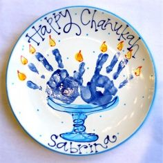 Love this hand print Chanukah plate! Emily will definitely be making this for Bubbie and Grandpa this year.