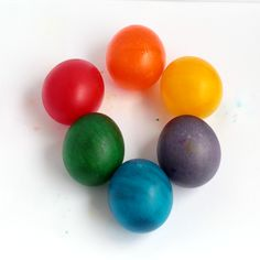 Kids will love this rainbow variation on the classic naked eggs experiment. Don't just make naked rubber eggs, make rainbow rubber eggs! Easter Activities, Science Activities, Steam Activities, Rainbow Activities, Science Party, Mad Science, Science Ideas, Activity Ideas, Preschool Ideas