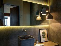 miroirs salle de bain lumineux décor dramatique lavabo vasque de forme carrée
