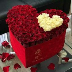 Flower Box Gift, Flower Boxes, Luxury Flowers, Diy Flowers, Valentine Decorations, Flower Decorations, Bouquet Box, Box Roses, Valentines Flowers