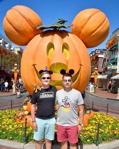 Just another perfect vacations  @tadlr #LA #disneylandhalloween #disneyland #mickeymouse #gaycouple #iger #instapic #gaylove #pumkin #pumkinmickey #love #lovemylife #mickeyoutfit #gayboy #gay #fashionstyle #style #disneystyle