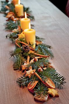 Deco christmas 3 ideas to do with dried orange Natural Christmas, Christmas Mood, Homemade Christmas, Rustic Christmas, Simple Christmas, Christmas Wreaths, Christmas Crafts, Christmas Oranges, Christmas Flowers