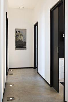 Interior Home Design Trends For 2020 - New ideas Painted Interior Doors, Black Interior Doors, Door Design Interior, Black Doors, Corridor Design, Home Living Room, White Walls, Home Deco, Interior Architecture