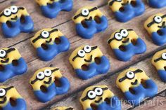 Have a fun movie night with the new Minions movie and make these adorable Minion pretzel treats! Perfect for a Minions party! Minions Birthday Theme, Minion Theme, Minion Movie, 2nd Birthday Parties, Baby Birthday, Minion Party Food, Birthday Ideas, Minion Treats, Minion Craft