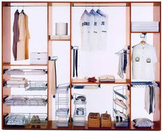 О том, чтобы обустроить отдельную гардеробную в вашей квартире, вы пока только мечтаете? Но шкаф у вас наверняка уже есть.  Пусть даже маленький, а значит – не все потеряно. И сегодня вы убедитесь, что грамотная организация пространства даже в не самом большом и вместительном шкафу способна буквально творить чудеса. http://www.brass.ru/article/18162/