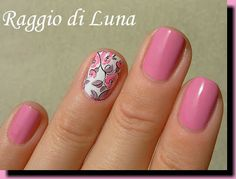 Water decal manicure: Light pink flowers
