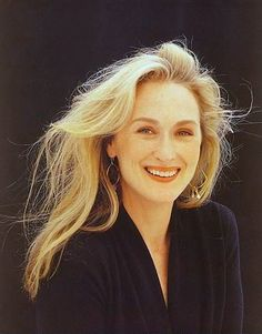 Meryl Streep is an American actress of theatre, film and television. She is widely regarded as the greatest living actress, as well as one of the greatest actresses of all time. Pretty People, Beautiful People, Beautiful Pictures, Divas, Stars D'hollywood, Foto Portrait, Actrices Hollywood, Iconic Women, Best Actress
