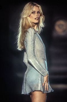 Running Away Bongo — Claudia SchifferYou can find Claudia schiffer and more on our website.Running Away Bongo — Claudia Schiffer 90s Fashion, Runway Fashion, High Fashion, Fashion Show, Vintage Fashion, Womens Fashion, Fashion Trends, Atelier Versace, Gianni Versace