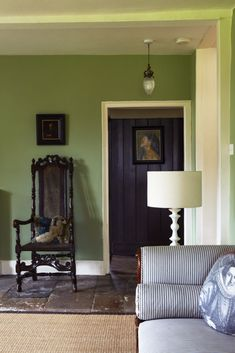 Living Room Idea with Green Walls Luxury Farrow & Ball Calke Green Interiors by Color 6 Interior Living Room Green, Paint Colors For Living Room, Green Rooms, My Living Room, Living Room Decor, Living Walls, Farrow Ball, Green Painted Walls, Green Walls