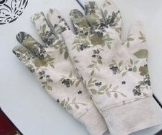 It's gardening season, and what better way to start planting than with a homemade pair of garden gloves? This Easy 10 Minute Garden Gloves sewing tutorial will show you how to turn an old sweatshirt into beautiful gloves for gardening. Recycle the winter blues with this cute pair of gloves for spring!
