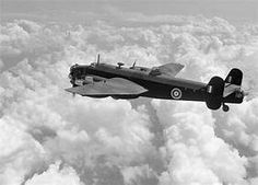 Handley Page Halifax Bomber Maximum bomb load pounds Mk 111 B Air Force Aircraft, Ww2 Aircraft, Military Aircraft, Air Fighter, Fighter Jets, Handley Page Halifax, P 47 Thunderbolt, Lancaster Bomber, Ww2 Pictures