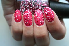 MINNIE STYLE http://beautyeditor.ca/2013/07/18/the-chic-red-and-pink-polish-collection-inspired-by-our-favourite-mouse/