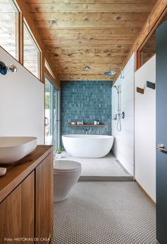 Love the amazing teal tile in this modern mid-century bathroom renovation with white free standing tub and walnut cabinetry. Mid Century Modern Bathroom, Modern Bathroom Tile, Bathroom Renos, Bathroom Interior Design, Bathroom Renovations, Bad Inspiration, Bathroom Inspiration, Unusual Homes, Mid Century House