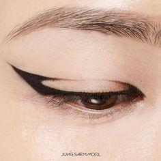 "1,103 Likes, 6 Comments - jsmbeauty (@jsmbeauty_) on Instagram: ""정샘물 리파이닝 멀티 아이 드로잉 #잉크블랙 JUNGSAEMMOOL Refining Multi Eye drawing #InkBlack makeup @younmichoi /…"""
