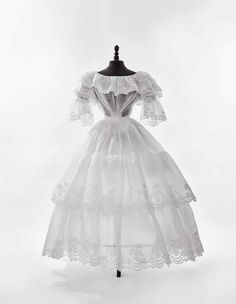 WHITE I CHILDREN AND ADULTE FASHION FROM XVII TO XIX CENTURIES