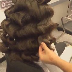 """@hairsalonm Old Hollywood Glam tutorial this is a great way to achieve those flawless Hollywood waves❤️ thank u for the tag #vegas_nay✨"""