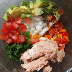 tuna salad with tomato, avocado + peppers easy lunch; tuna salad with tomato, avocado + peppers Tuna Recipes, Seafood Recipes, Cooking Recipes, Cooking Games, Salad Recipes, Healthy Snacks, Healthy Eating, Healthy Recipes, Easy Meal Prep