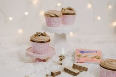 Manner Cupcakes with Mascarpone Cream and Hazelnuts (Original Neapolitan Scheme) Brownie Cupcakes, Yummy Cupcakes, Austrian Cuisine, Mascarpone Creme, Sweet Bakery, Muffin Cups, Manners, Cake Pops, Muffins
