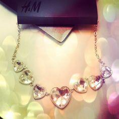Collana H&M con cuori in cristallo, indossabile anche al contrario, con i cuori in argento