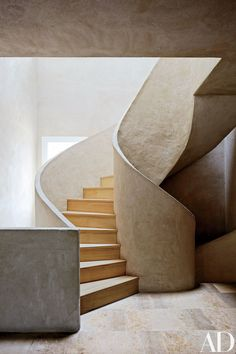Stairwell : Landscape Designer Fernando Carucho's Airy Studio in Madrid : Architectural Digest Crisply scuptural. STAIRWELL A staircase of lime mortar and Russian white pine. April Photography by Simon Watson Architectural Digest, Interior Stairs, Interior Architecture, Interior And Exterior, Garden Architecture, Stairs Architecture, Luxury Interior, Interior Design, Stairs And Staircase