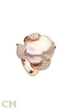 Rosamaria G Frangini Pearl Ring, Pearl Jewelry, Indian Jewelry, Gemstone Jewelry, Jewelry Box, Jewelry Accessories, Fine Jewelry, Jewelry Design, Unique Jewelry