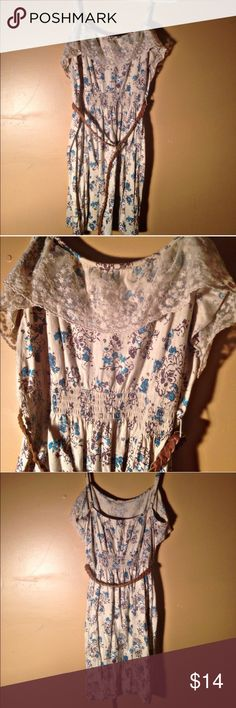 """Decree floral dress NWOT!! Decree brand shirt dress size L. Has elastic around the waist along with a skinny brown belt. Straps are adjustable. Lace layer in the front at the top. Nice lightweight material. 26"""" from armpit to bottom hem. 20"""" from armpit to armpit. Decree Dresses Mini"""