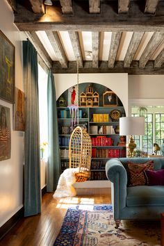 Looking for cozy eclectic living room decor ideas? Find 4 cozy eclectic living rooms right here + where to buy the best eclectic A melting pot of interior design styles and eras, eclectic decorating is not for the faint of heart! Cheap Home Decor, Interior Design, House Interior, Cozy House, Cozy Eclectic Living Room, Home And Living, Eclectic Home, Home Remodeling, Home Living Room