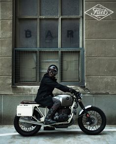 A motorcycle to get lost with style through the dark streets of Berlin city..  http://www.fuelmotorcycles.eu/portfolio-item/fuel-r100-strasse/?lang=en