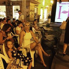 #EvaHenger Eva Henger: #Crotone #sfilatadimoda #work #cicimodaiola #Instagram #evahenger